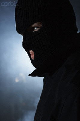 Bank Robber Gets in Line—in Ski Mask 85f92ab62644