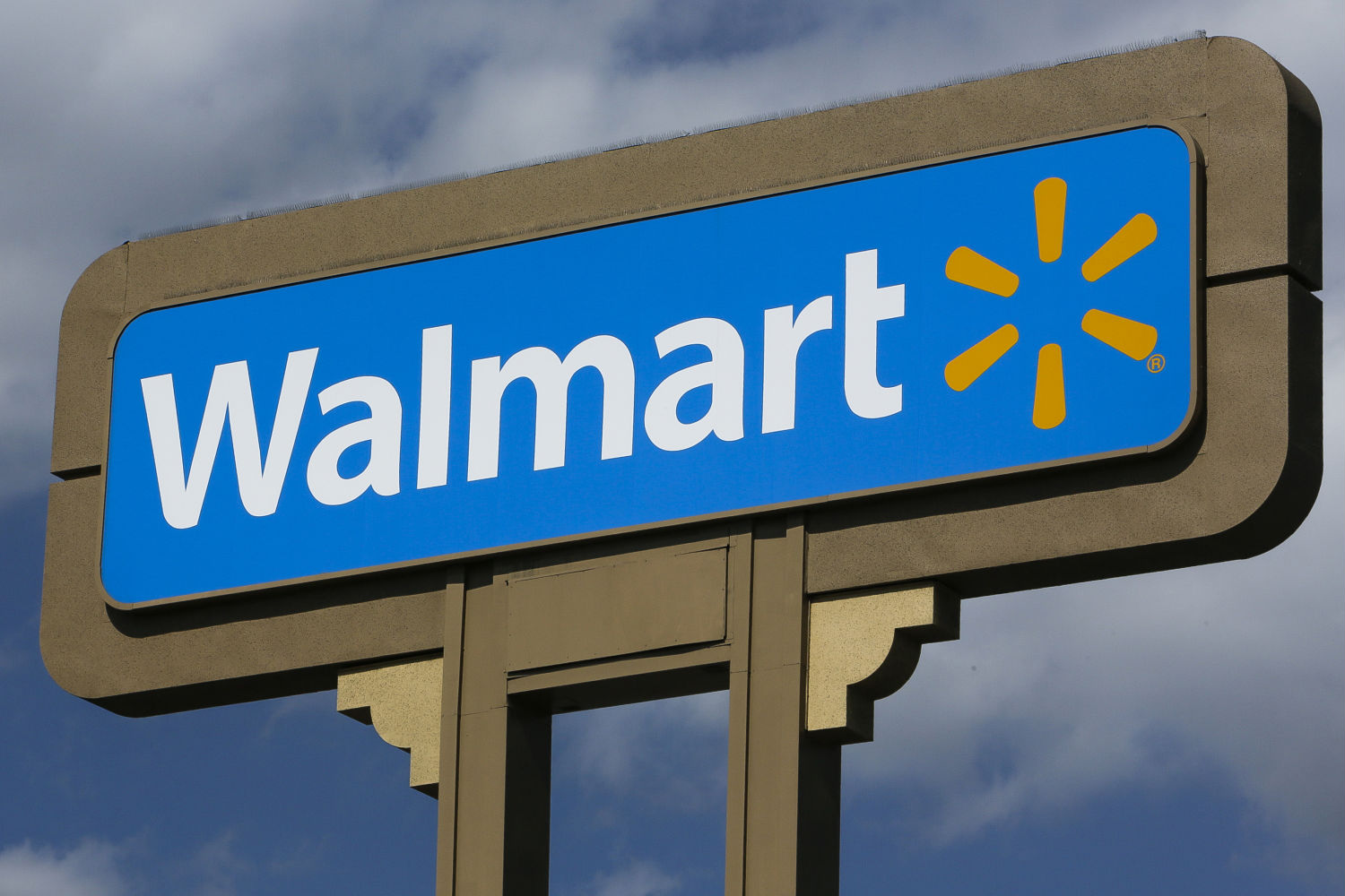 Walmart Profits down on strong dollar and higher employee wages