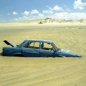 german-driver-obeys-gps-drives-into-sand-pile-photo-u1