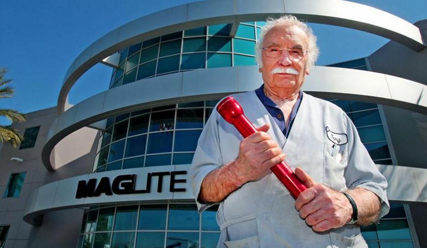 Maglite garage