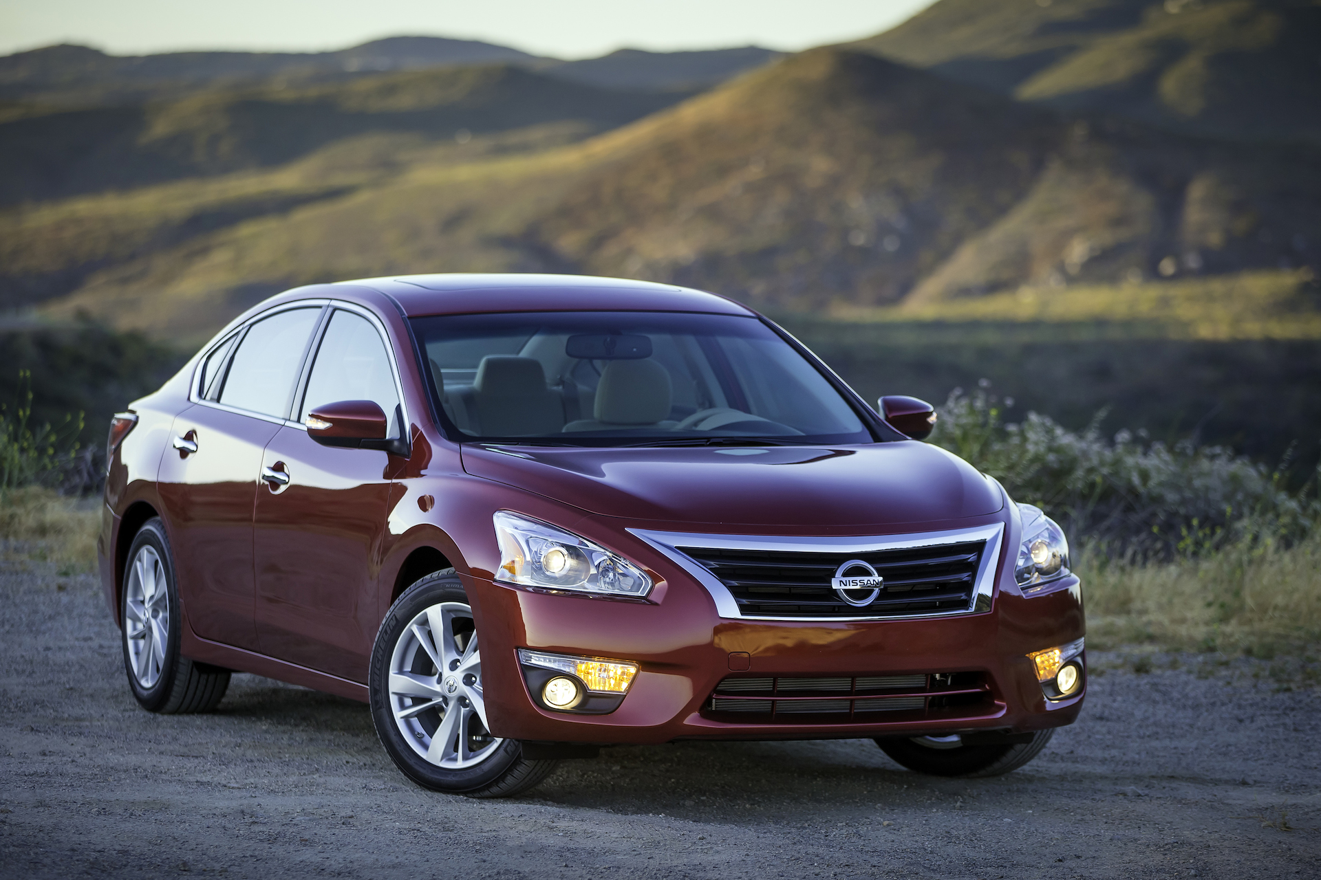 Nissan Recalls 870000 Cars Over Hood Latch Problem 2014 Maxima Wiring Diagram Altima