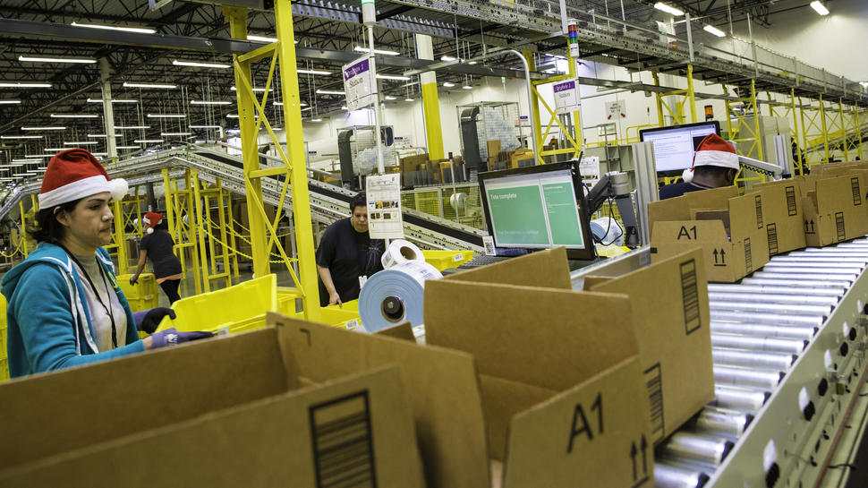Amazon men and women worker pay