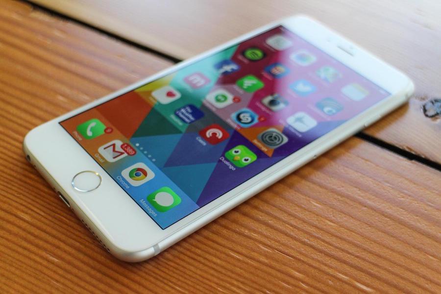 San Bernardino Shooter victims husband supports Apple against FBi