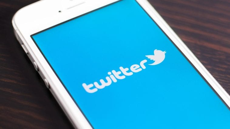 Twitter 140-character limit and links