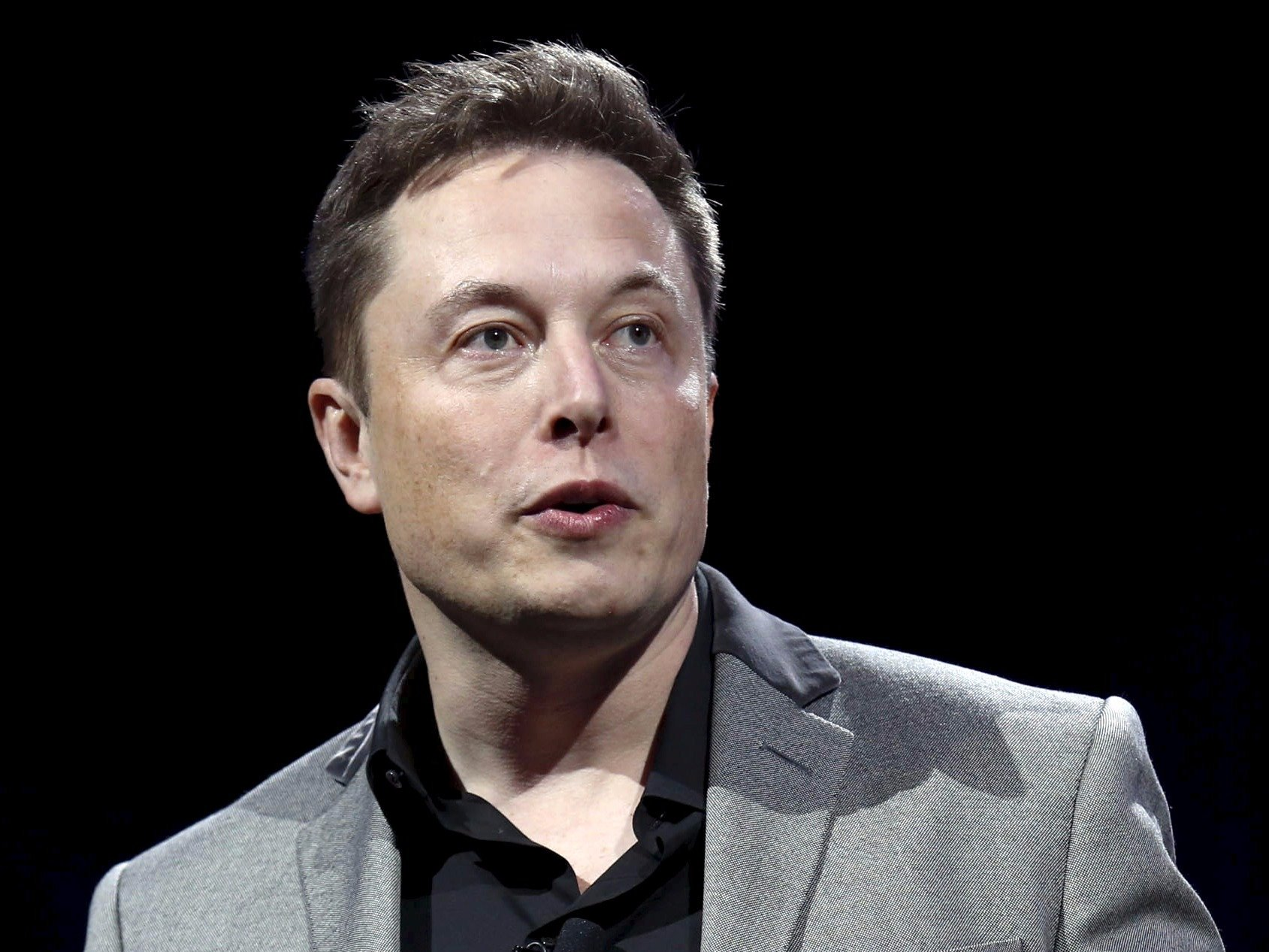 Elon Musk and Chore Fixing Robots